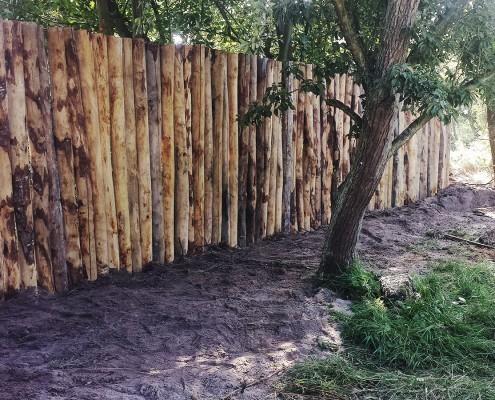 Natuurlijke erfafscheiding met palenwand Nieuw-Haamstede